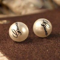 Krásné náušnice s nápisem GUESS, perly 10mm