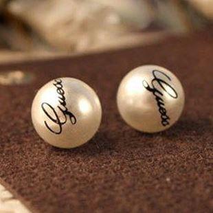 Krásné náušnice s nápisem GUESS, perly 12mm